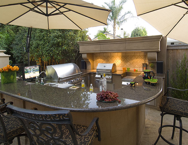 Outdoor firetables and firepits on Backyard Patio Grill Island id=62575